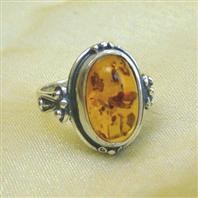 Classic amber ring